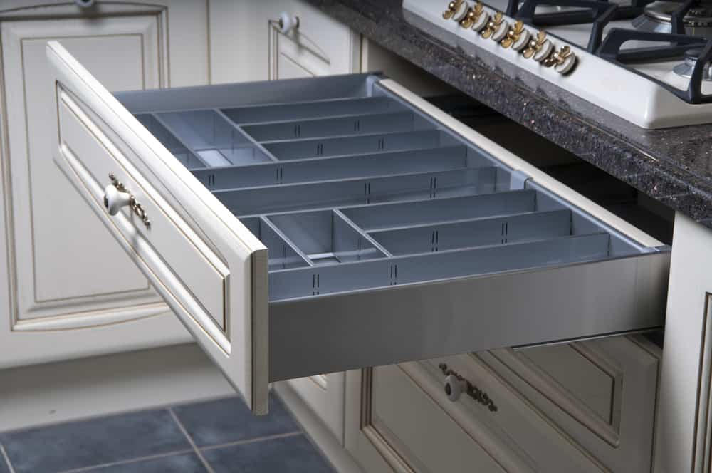 Beautiful Drawers to Store Your Kitchen Utensil Set kitchen cabinet hardware ideas