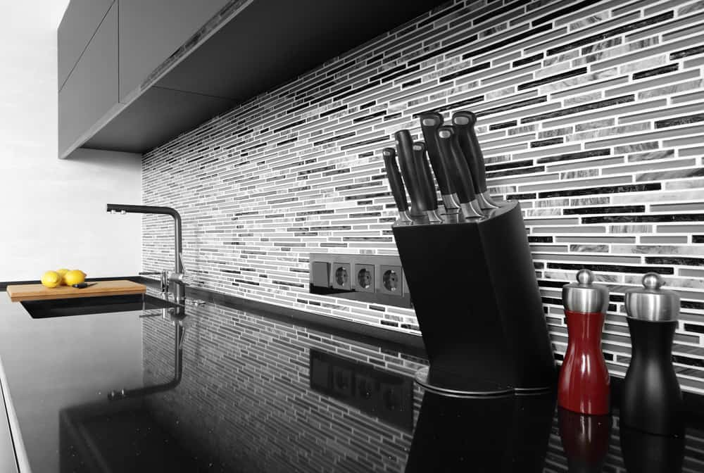 Black and White Backsplash monochrome kitchen ideas