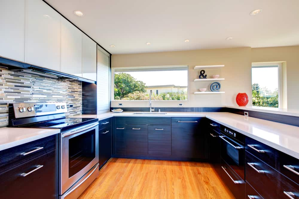 Black and White on Wood kitchen cabinet ideas