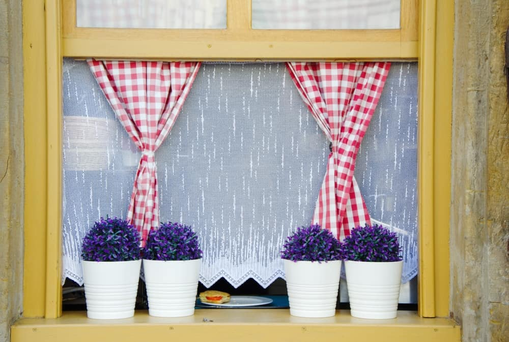 Café Curtains to Allow More Light In kitchen curtain ideas