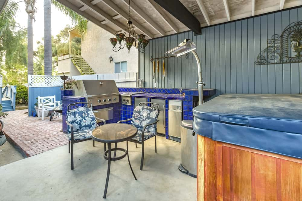 Close to Your Hot Tub outdoor kitchen ideas