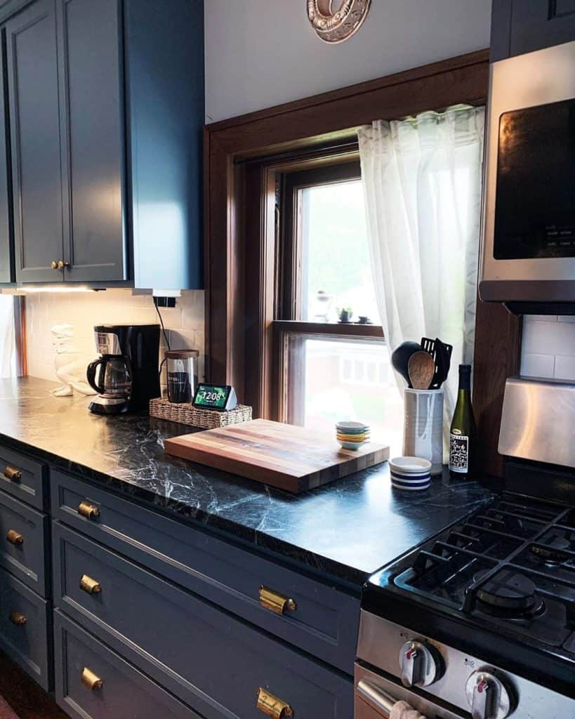 Soapstone kitchen countertop material